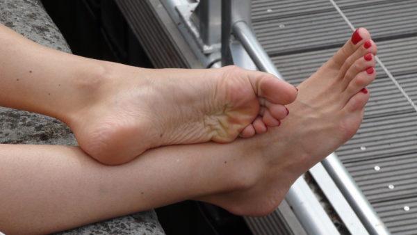 Reading Diva & her lazy feet1