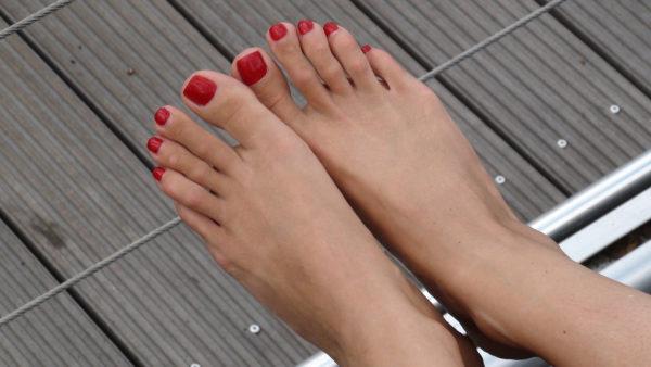 Relaxed pretty feet1