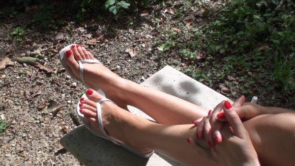 Sexy shiny flip-flop